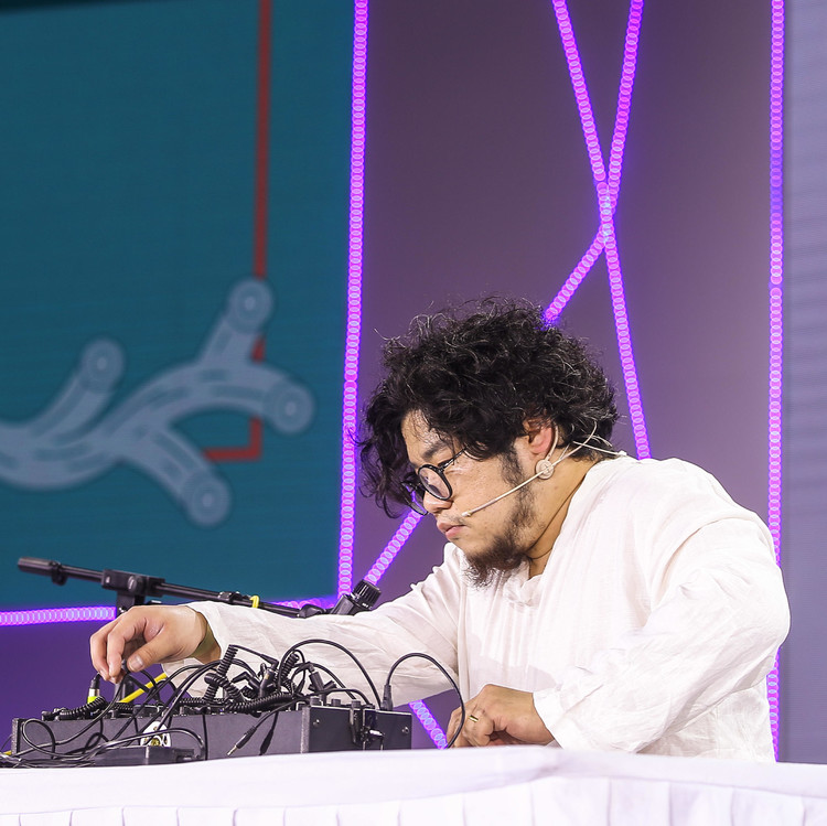 019.Make music Meng Qi's Self-made Synthesizer