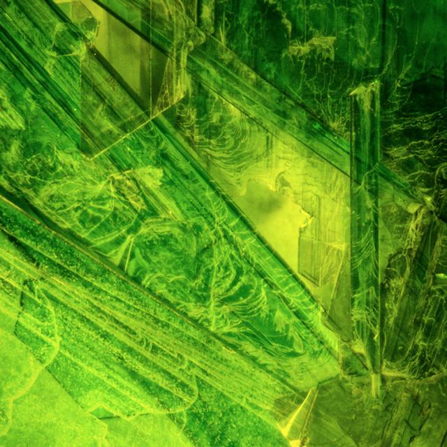 24 凯瑟琳·洛伊滕艾格,《化学气相传输晶体的真彩色图像》,选自《科学之美》系列,幻灯片截图,2018