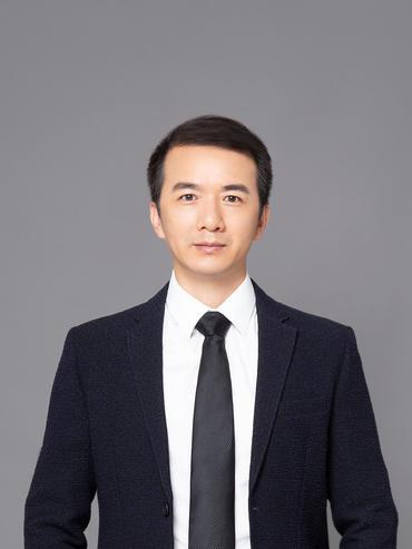 3《新周刊》副主编 何雄飞