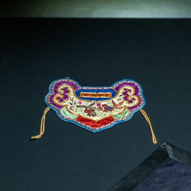 彩绣金鱼口围片